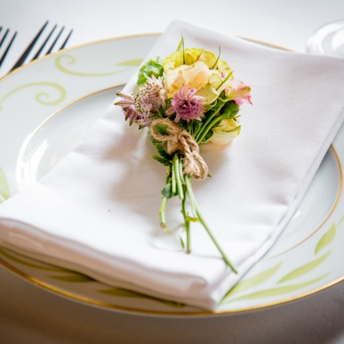 wildflower table setting
